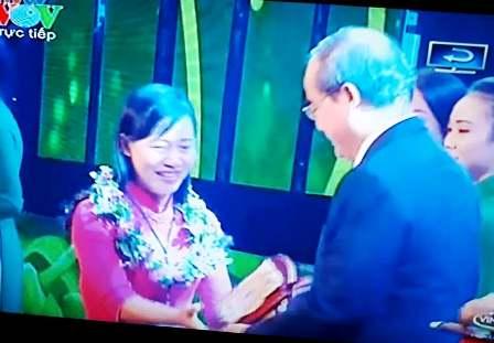 Đồng chí Nguyễn Thị Tỉnh, TUV, Chủ tịch Hội LHPN tỉnh tại Lễ trao giải